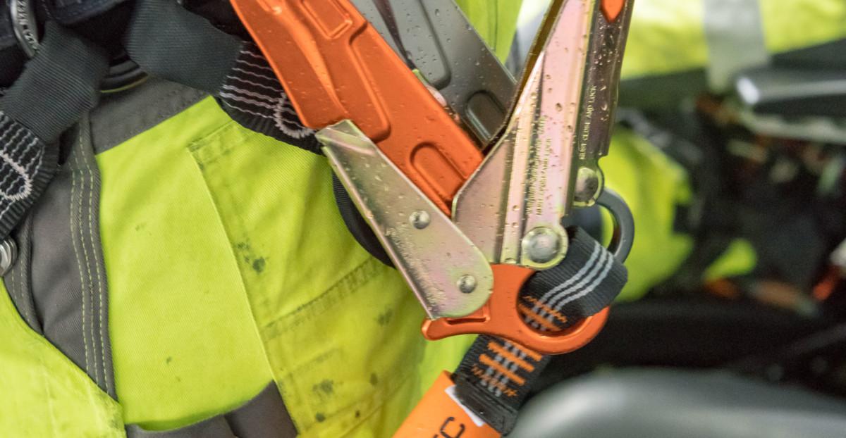 Persönliche Schutzausrüstung gegen Absturz mit Bandfalldämpfer