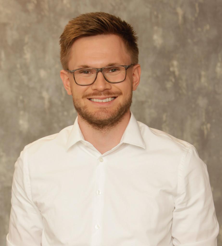 Portrait Jonas Sterzenbach, Referent Wirtschaft und Politik beim Deutschen Mittelstands-Bund (DMB)