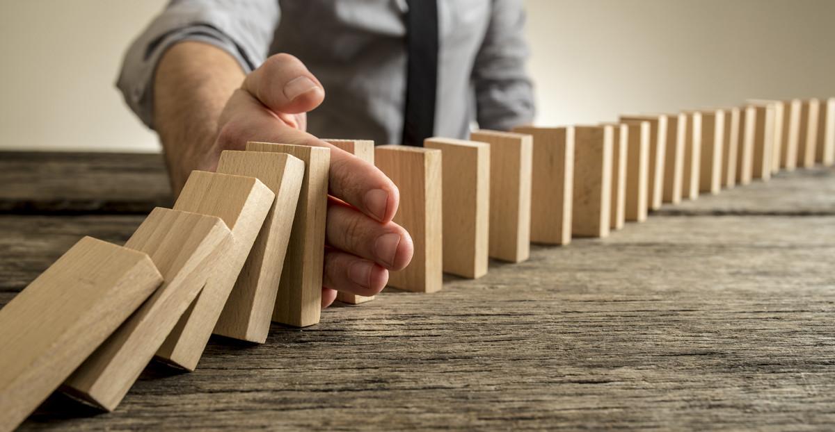 Dominosteine als Symbol für Bausteine der Betrieblichen Gesundheitsmanagements